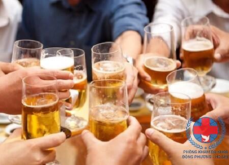 Nguyên nhân nổi mề đay sau khi uống rượu bia