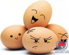 Trị mụn cám bằng trứng gà có hiệu quả không?