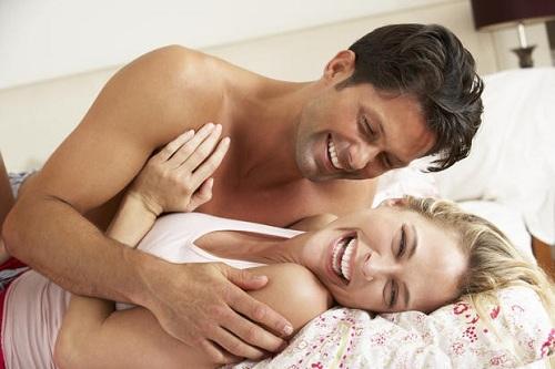 Đặt vòng tránh thai quan hệ mạnh có sao không